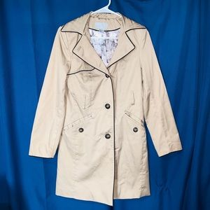 Womens H&M Jacket. Size 6. Tan/Cream Color.